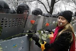 Militsiya_and_orange_flowers,_Kiev